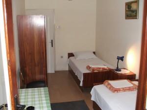 Baka Zlata - Sobe i apartmani - Petrovac na moru - Crna Gora - Dvokrevetna soba kao deo trosobnog apartmana