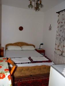 Baka Zlata - Sobe i apartmani - Petrovac na moru - Crna Gora - Dvokrevetna soba sa zasebnim kupatilom