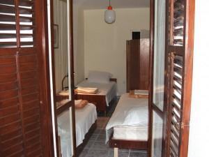 Baka Zlata - Sobe i apartmani - Petrovac na moru - Crna Gora - Trokrevetna soba sa zajednickim kupatilom